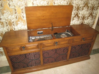 console-stereo2