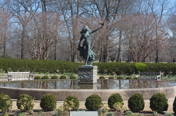 Statue-of-girl-in-fountain