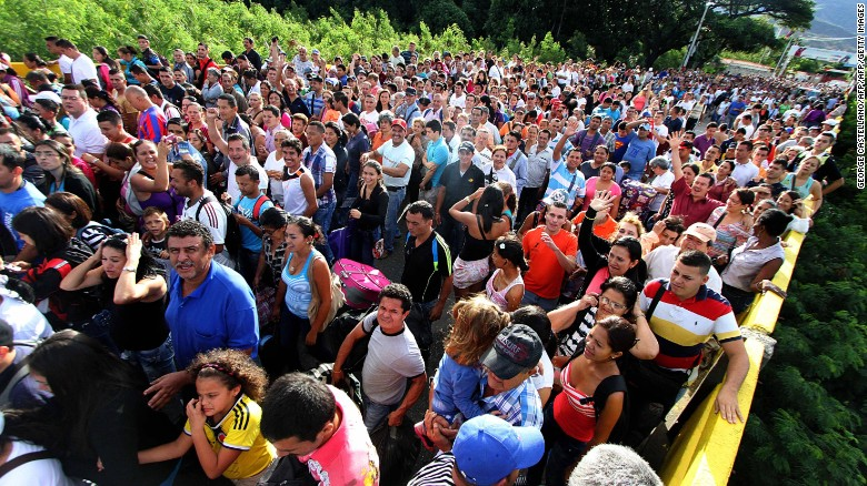 Venezuelans migrating to Columbia.